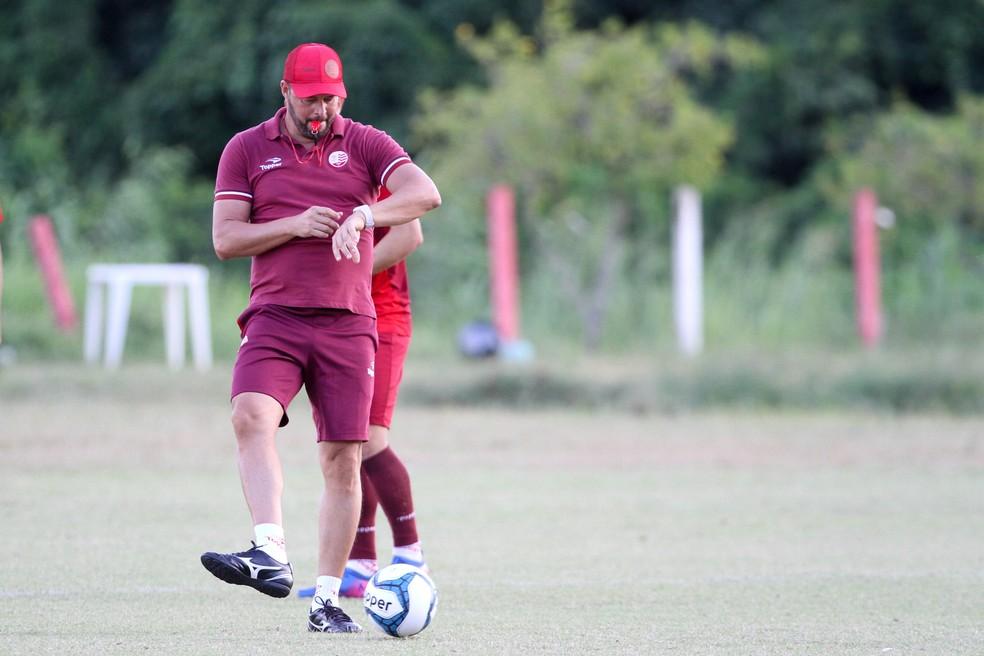 Roberto Fernandes conseguiu dar liga ao Náutico em pouco tempo (Foto: Marlon Costa/Pernambuco Press)