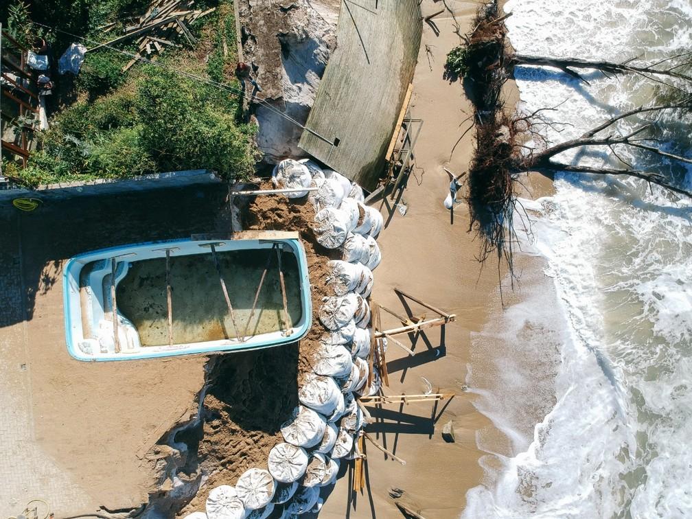 Erosão marítima acontece no local desde o mês de maio, segundo Defesa Civil — Foto: Diogenes Pandini/NSC