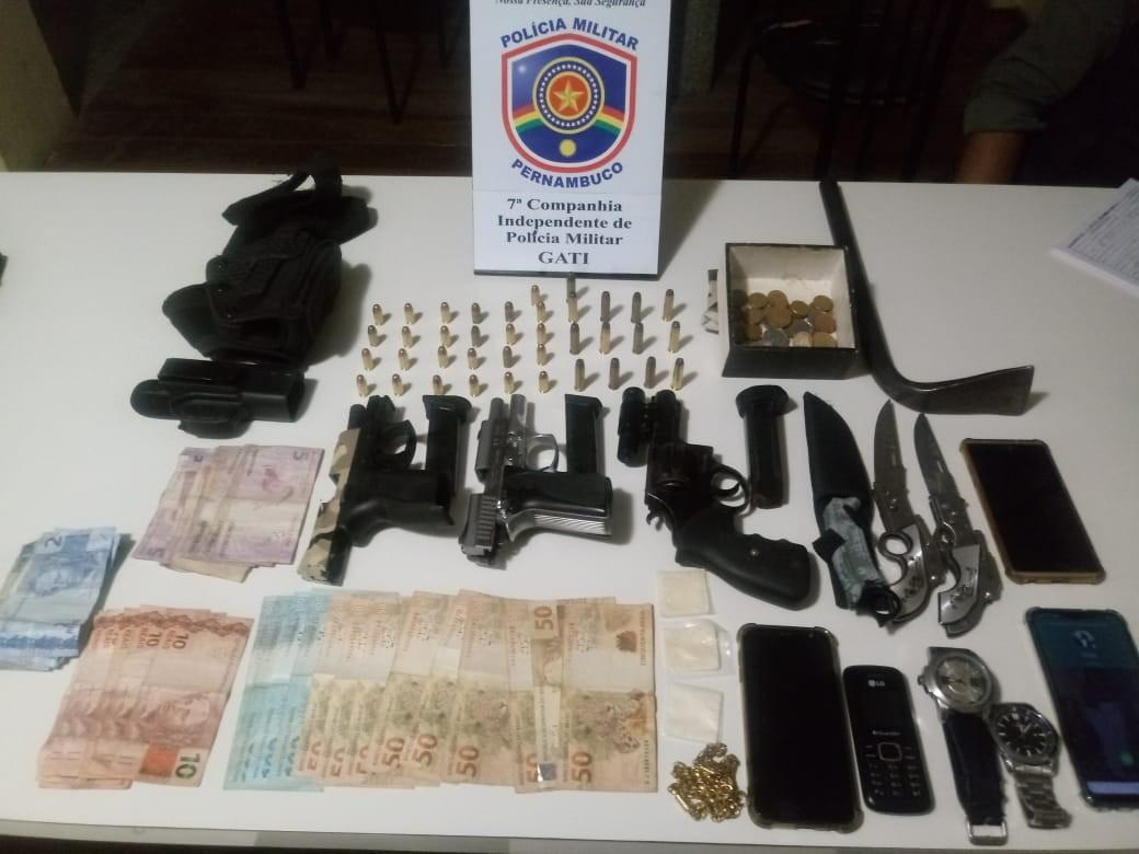 Suspeitos de integrar quadrilha de assaltantes são presos em Lagoa Grande, PE - Notícias - Plantão Diário