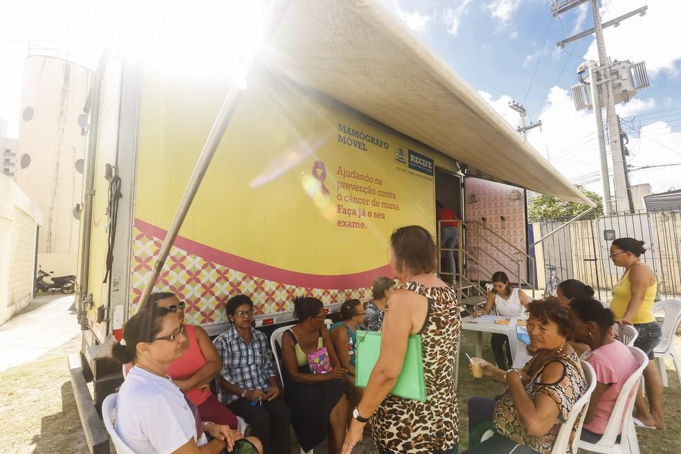 Mamógrafo móvel oferece exames de mama gratuitos para pacientes no Recife (Foto: Andréa Rêgo Barros/PCR/Divulgação)