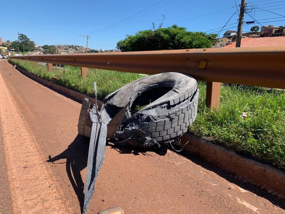 Acidente fecha uma faixa do Anel Rodoviário, no sentido Vitória — Foto: Raquel Freitas / G1 Minas