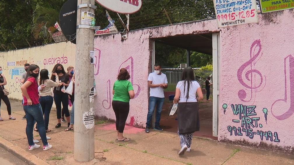 Candidatos do Enem 2020 em Taguatinga, no DF — Foto: TV Globo/Reprodução