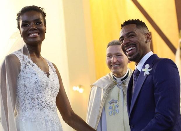 Fabiana Claudino e Vinícus de Paula se casam com a bênção de Padre Marcelo Rossi  (Foto: Flavia Vitoria Photo/Reprodução do Instagram)