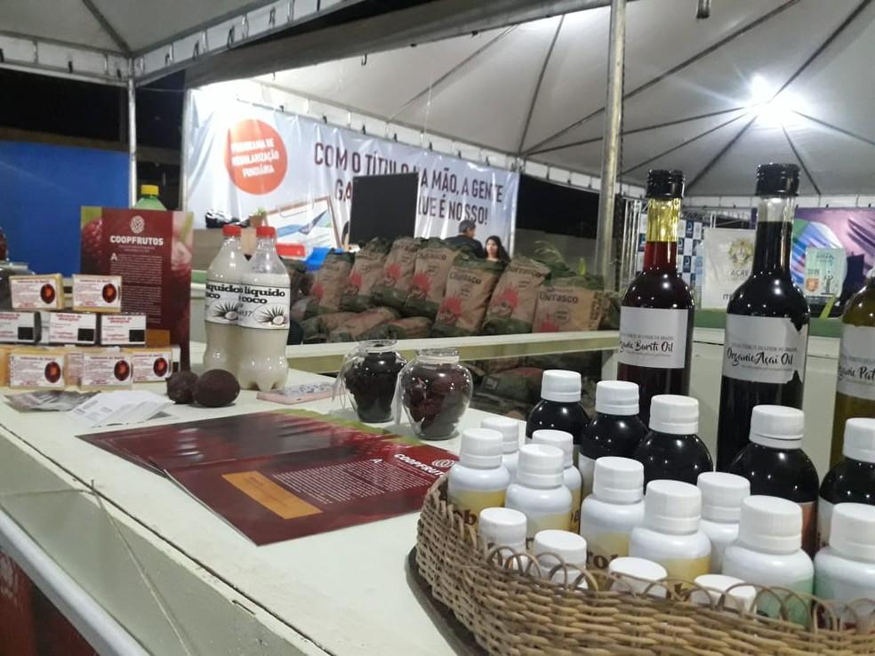 Resultado de imagem para No AC, cooperativa de frutas nativas envolve 150 famílias na extração de óleos que são exportados