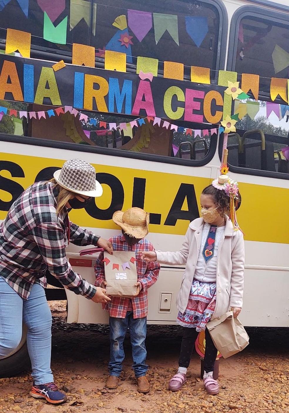 Creche faz festa junina móvel em Botucatu para crianças da área rural no sábado (19) — Foto: Arquivo pessoal