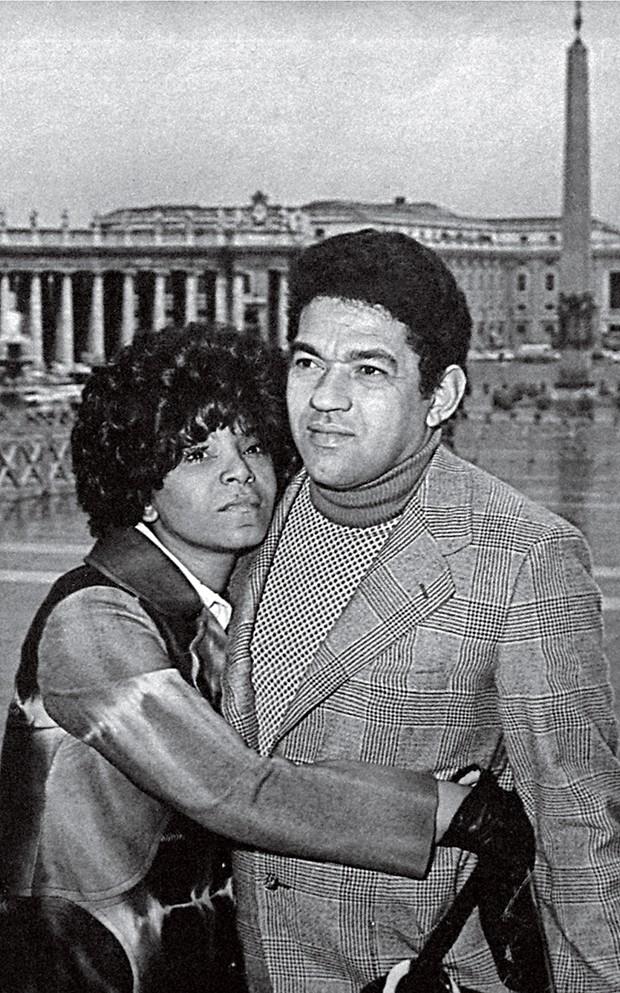Cultura Elza - Ao lado do grande amor,  Garrincha, em Roma (1971) (Foto: Divulgalção)