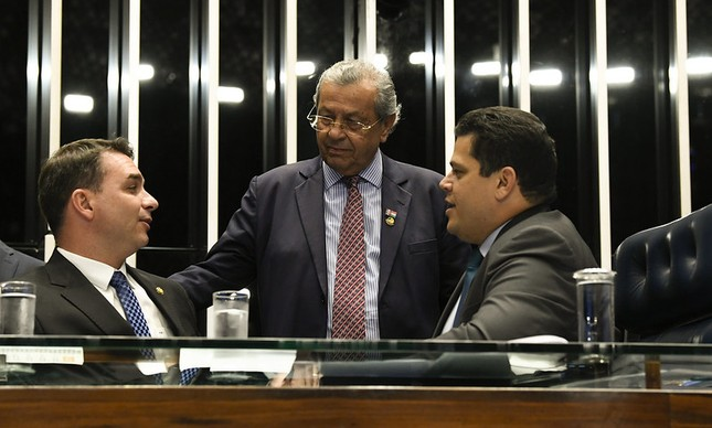 Flávio Bolsonaro, Jayme Campos e Davi Alcolumbre