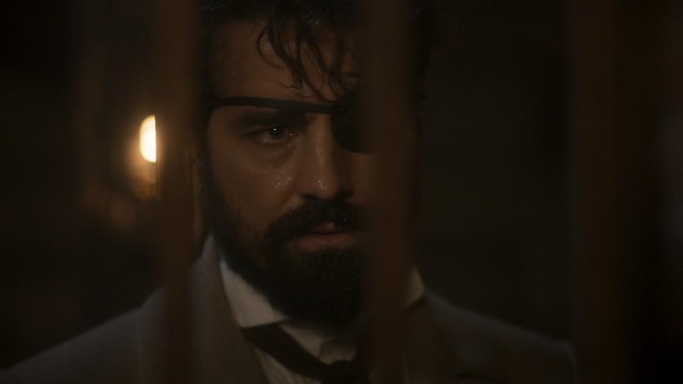 Ferdinando (Ricardo Pereira) se despede de Greta (Julia Lemmertz), em 'Novo Mundo' — Foto: TV Globo