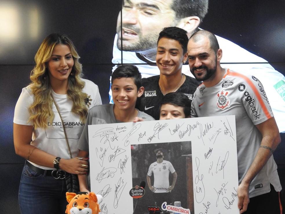 Danilo se despede do Corinthians depois de nove anos — Foto: Marcelo Braga