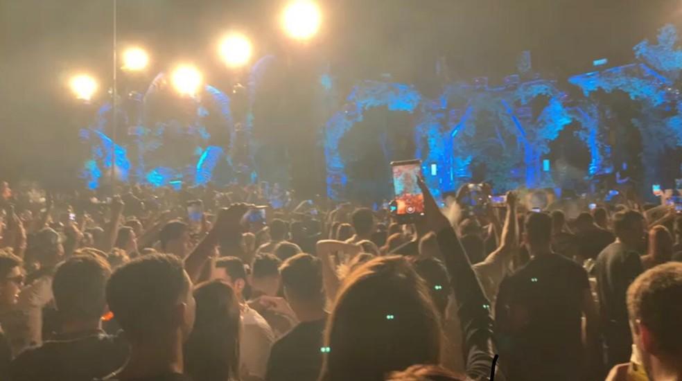 Festa reuniu centenas de pessoas sem máscara — Foto: Reprodução