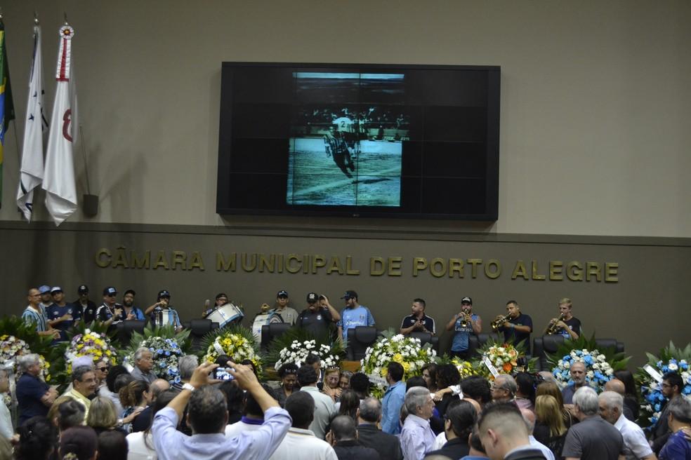 Banda da Geral do Grêmio presta homenagem — Foto: Eduardo Moura