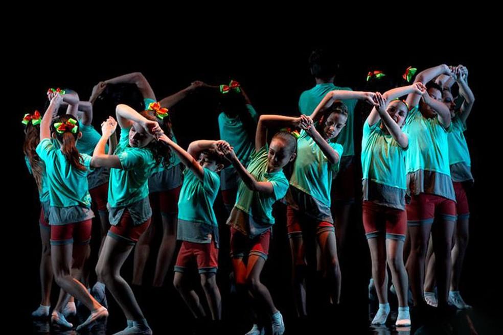 Bailarinos de Ibiporã apresentam coreografias que vão competir no 25º Festival de Dança do Mercosul, na Argentina. — Foto: Divulgação.