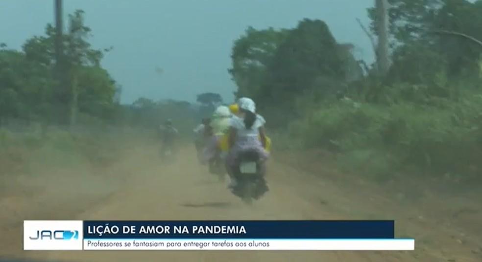 Grupo enfrenta a nuvem de poeira que se forma na estrada de terra — Foto: Reprodução Rede Amazônica