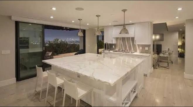 A mansão vendida pela cantora Demi Lovato por 41 milhões de reais (Foto: Divulgação)