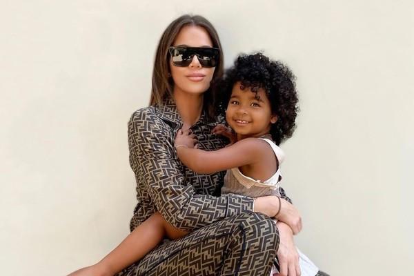 Khloé Kardashian e a filha True (Foto: Reprodução/Instagram)