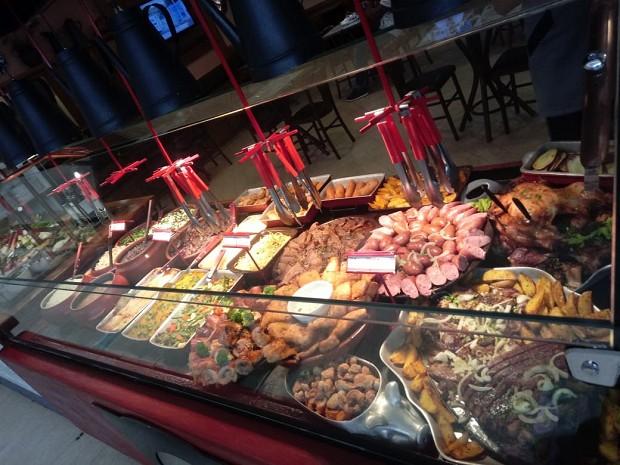 Novo buffet do Divino Fogão: na maioria das lojas, consumidor não se serve mais (Foto: Divulgação / Divino Fogão)