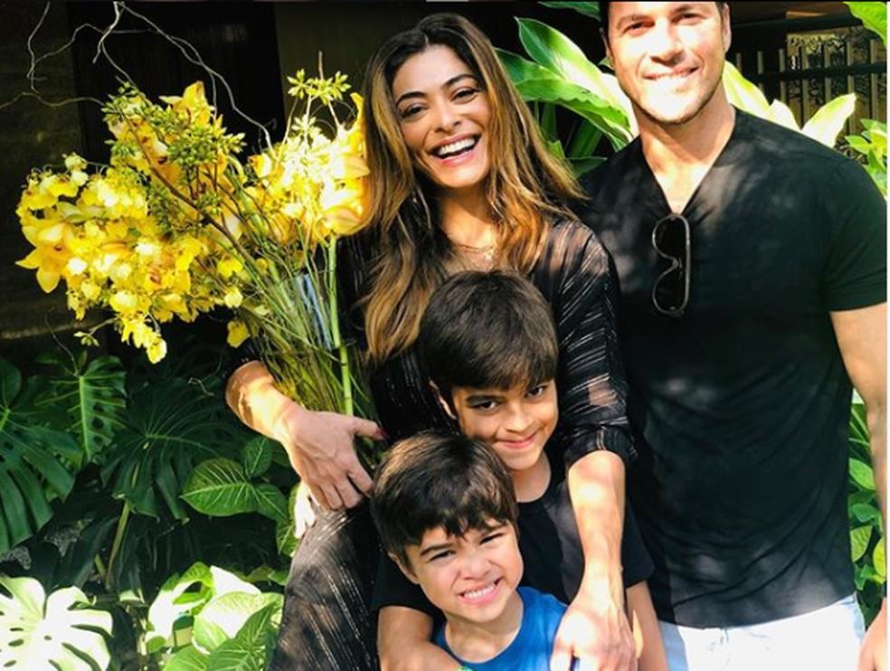 Juliana Paes com os filhos Pedro, Antônio e o marido, Carlos Eduardo — Foto: Reprodução/Instagram