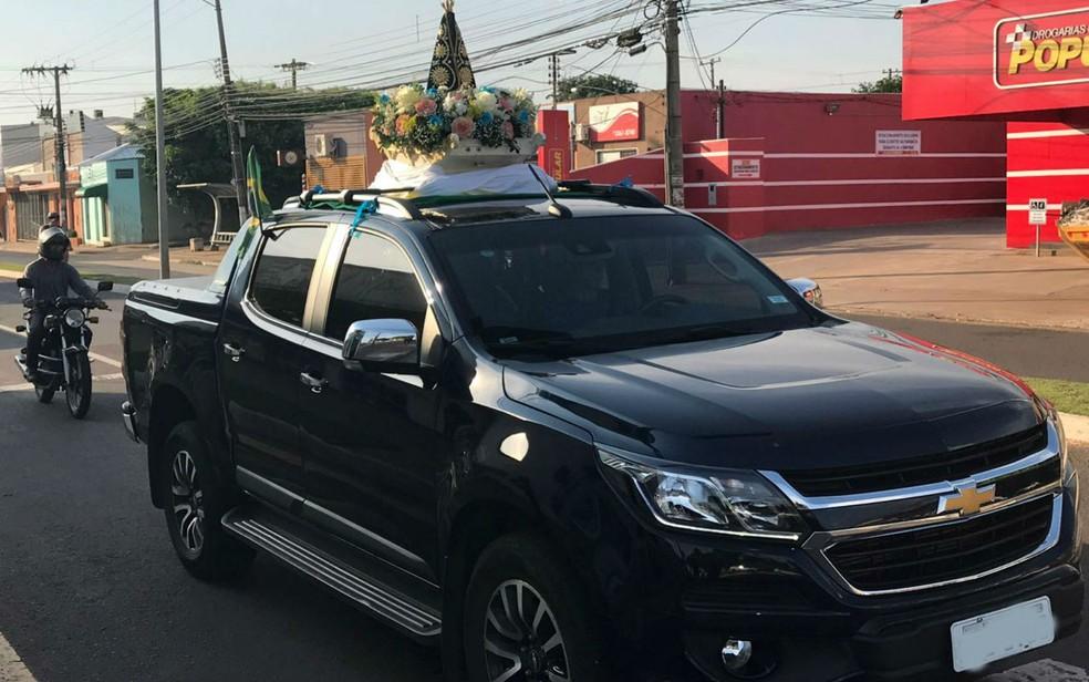 -  A imagem da padroeira do Brasil percorreu, em cima de um carro, as principais ruas de Campo Grande.  Foto: Alysson Maruyama/TV Morena