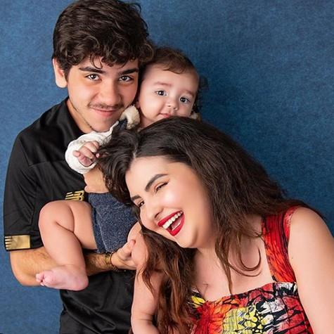 João Fernandes com Maria Belén e o filho deles, Nicolas (Foto: Studio Malfort)