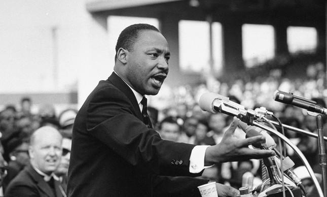 Matin Luther King Jr. em um dos seus discursos sobre os direitos civis das pessoas negras