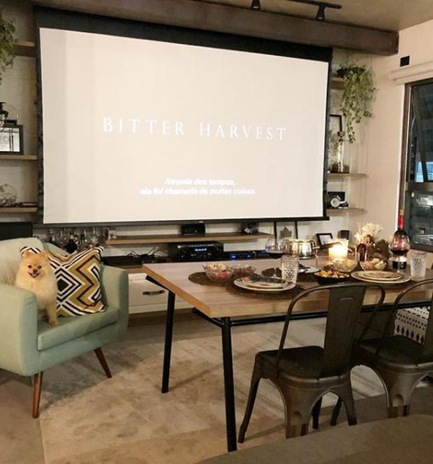 Um sonho na sala de jantar que vira cinema (Foto: Instagram/ Reprodução)