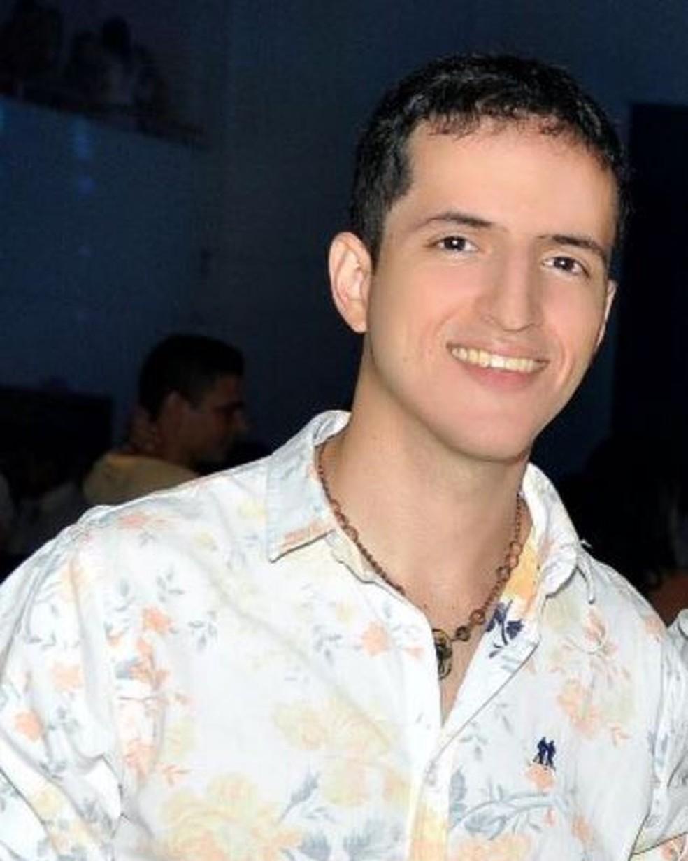 Bruno Borges está fora do país e avisou ao pai que todas as obras devem ser diponibilizadas gratuitamente (Foto: Arquivo pessoal )