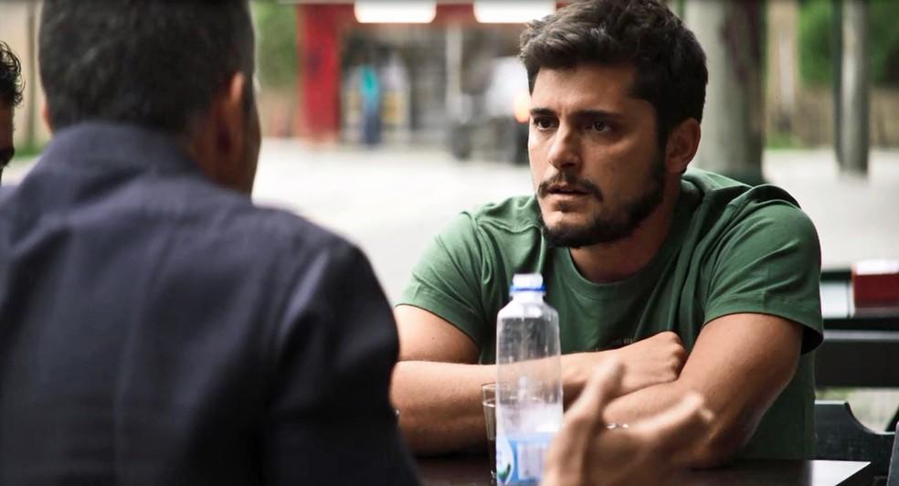 Agno (Malvino Salvador) contrata Bernardo (Bruno Gissoni) para levar todo o dinheiro de Fabiana (Nathalia Dill), em 'A Dona do Pedaço' — Foto: Globo