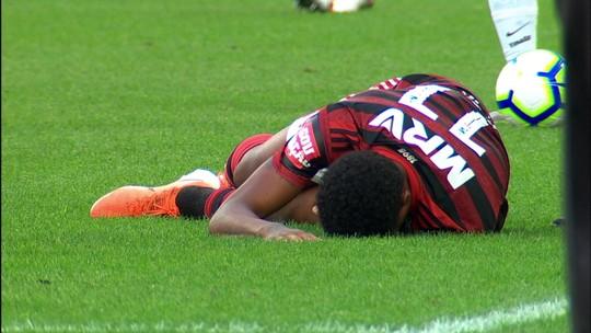 Com lesão no joelho esquerdo, Vitinho, do Flamengo, será operado nesta terça-feira