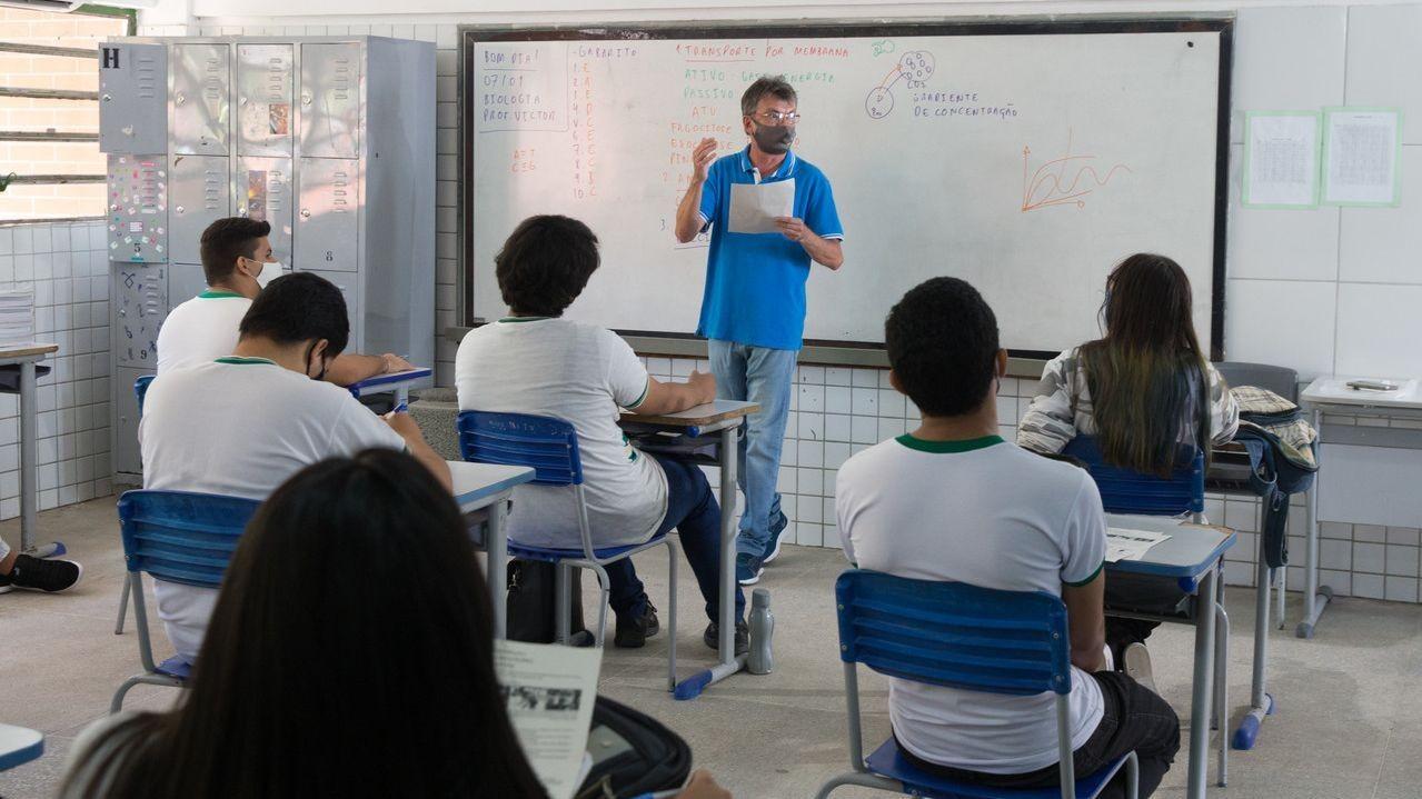 Apenas 0,3% dos profissionais da educação estão totalmente imunizados contra a Covid-19 em Fortaleza
