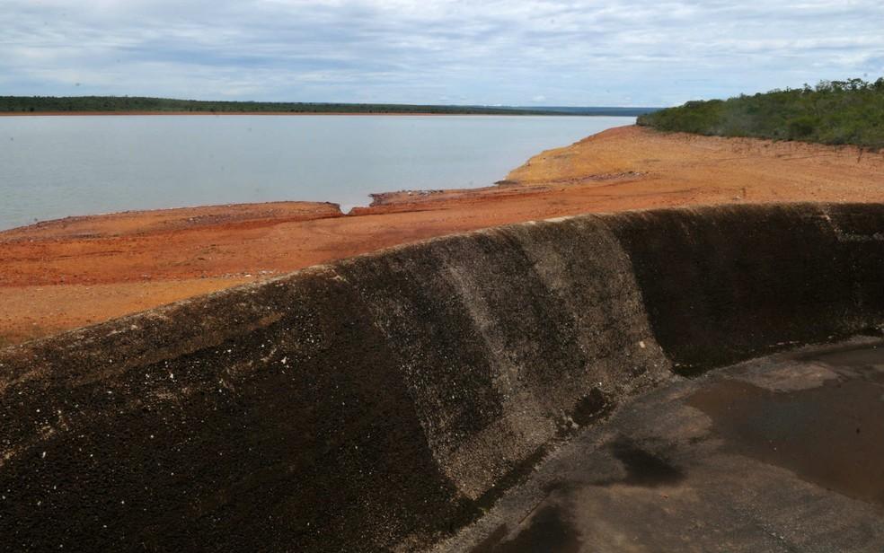 Barragem de Santa Maria, no DF, exibe 'assoalho' do tanque em meio à crise hídrica, em imagem de fevereiro de 2018 — Foto: Tony Winston/GDF