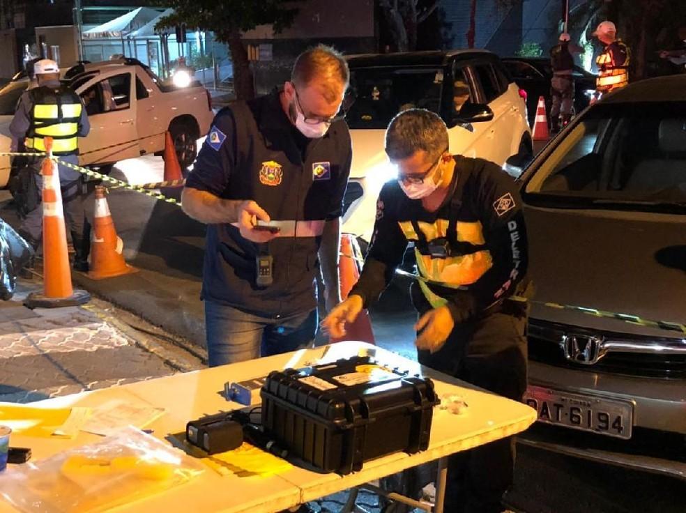 Treze pessoas são presas em Operação Lei Seca em Cuiabá — Foto: PM/MT