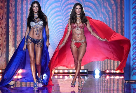Adriana Lima e Alessandra Ambrosio, 2014 - The Dream Angels Fantasy Bras, US$ 2 milhões cada