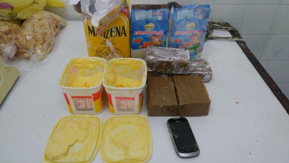 Droga estava escondida em potes de margarida e caixa de amido de milho (Foto: Divulgação/Sindaspe)