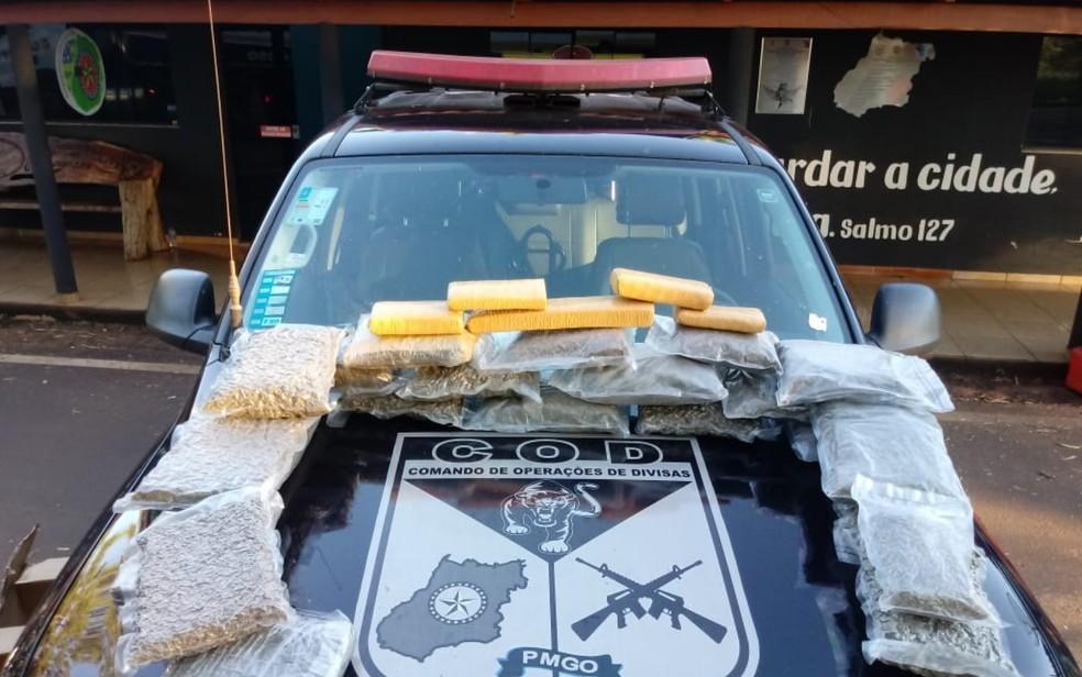 Polícia realizou apreensão de drogas na GO-206, em Cachoeira Alta, Goiás — Foto: Polícia Militar/Divulgação