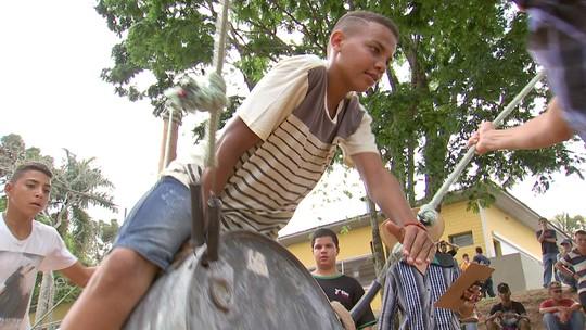 Marcos Paiva se aventura no rodeio sem boi de Vera Cruz