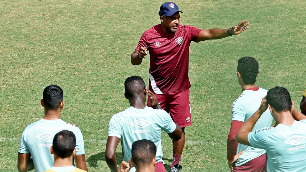 Roger Machado em treino do Fluminense — Foto: MAILSON SANTANA/FLUMINENSE FC