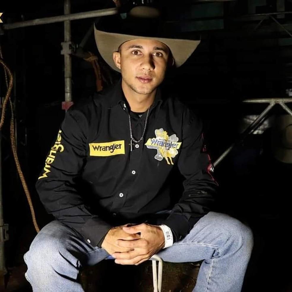 Peão Higor Vinícius Gregório Villar era natural de Barretos e tinha 26 anos — Foto: Reprodução/Facebook