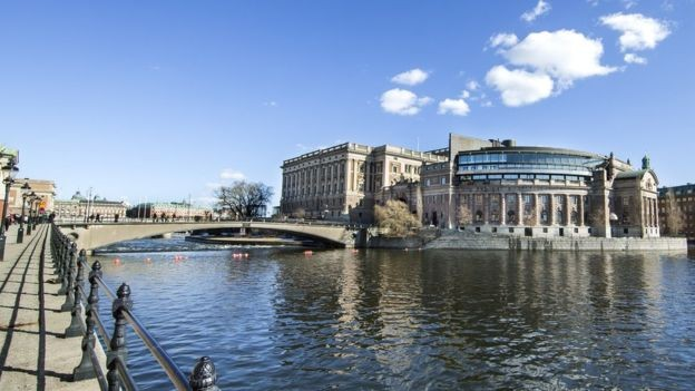 Deputados suecos não legislam sobre seus próprios salários (Foto: CAMILLA SVENSK/SVERIGES RIKSDAG/BBC)