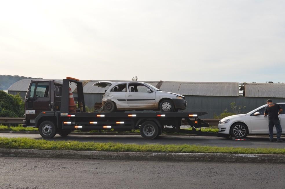 Carro é recolhido após se envolver em acidente com crianças feridas em Nova Santa Rita — Foto: Jesiel B. Saldanha/Prefeitura de Nova Santa Rita