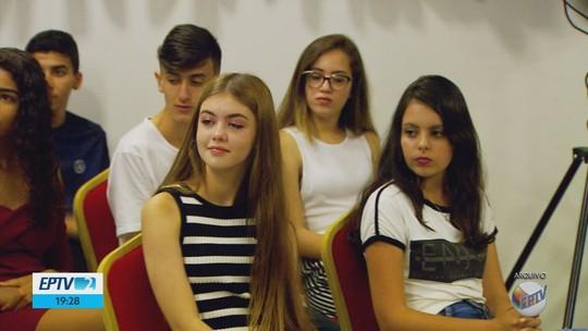 Alunos e professores vencedores do projeto EPTV na Escola 2019 são premiados em Varginha