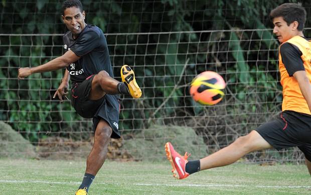 Alvo de Avaí, Joinville e Náutico, Cleber Santana tem ofertas para sair
