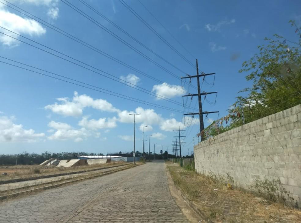 O caso foi registrado por volta das 11h em uma rua atrás da empresa Expresso Guanabara. — Foto: Brenda Albuquerque/Sistema Verdes Mares