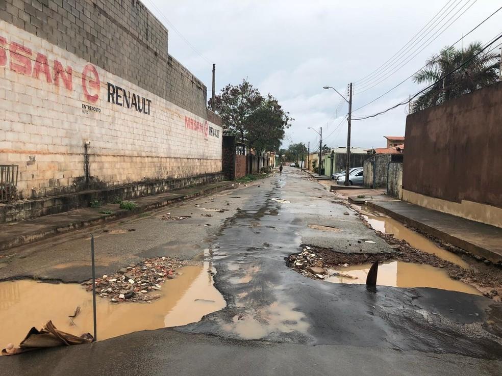 Rua Pinheiro, no bairro do Calhau após horas de chuva  — Foto: Zeca Soares/ G1 Maranhão