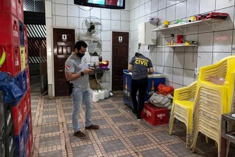 Estabelecimentos não essenciais são notificados e fechados por funcionar durante lockdown no Pará. — Foto: Ascom Polícia Civil