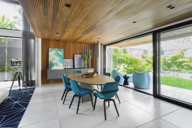 Não parece, mas fica em São Paulo: casa de 450 m² tem amplitude e é rodeada de verde  (Foto: FOTOS GUSTAVO AWAD )