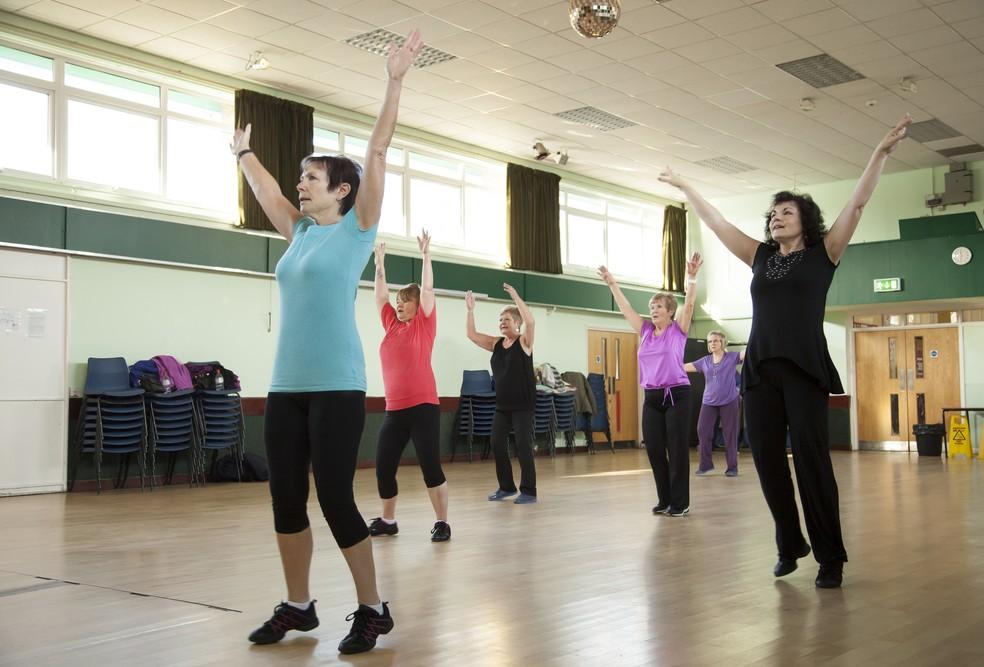 Estudo mostra que depois de um ano de treinos regulares, mulheres dobraram os níveis do HDL (Foto: Getty Images)