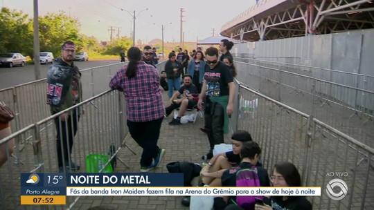 Após dormirem na fila, fãs de Iron Maiden aguardam abertura dos portões para show em Porto Alegre