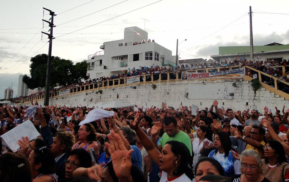 Fé e emoção marcaram missa em homenagem à padroeira de Natal (Foto: Ricardo Araújo/G1)