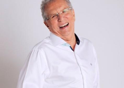 Humorista Carlos Alberto de Nóbrega é internado com arritmia leve em hospital de SP