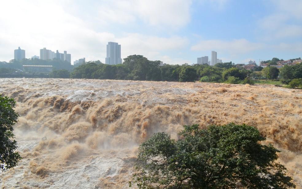 Rio Piracicaba no final de maio de 2017 após chuvas no interior de SP (Foto: Carol Giantomaso/G1 )